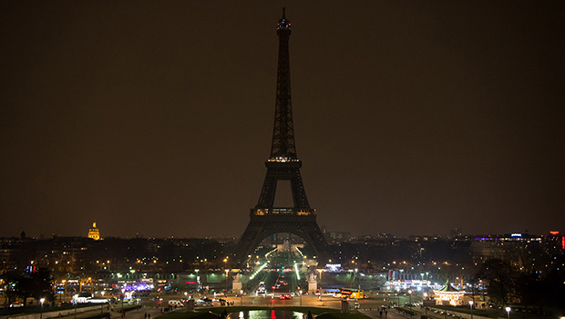 eiffel-tower-dark-for-earth-hour-2013-getty
